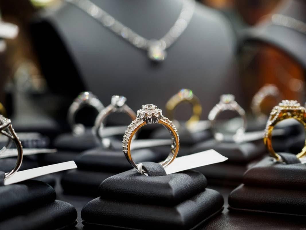 Cincin berlian asli wanita